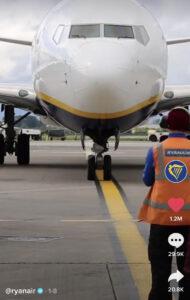 TikTok aeroplane